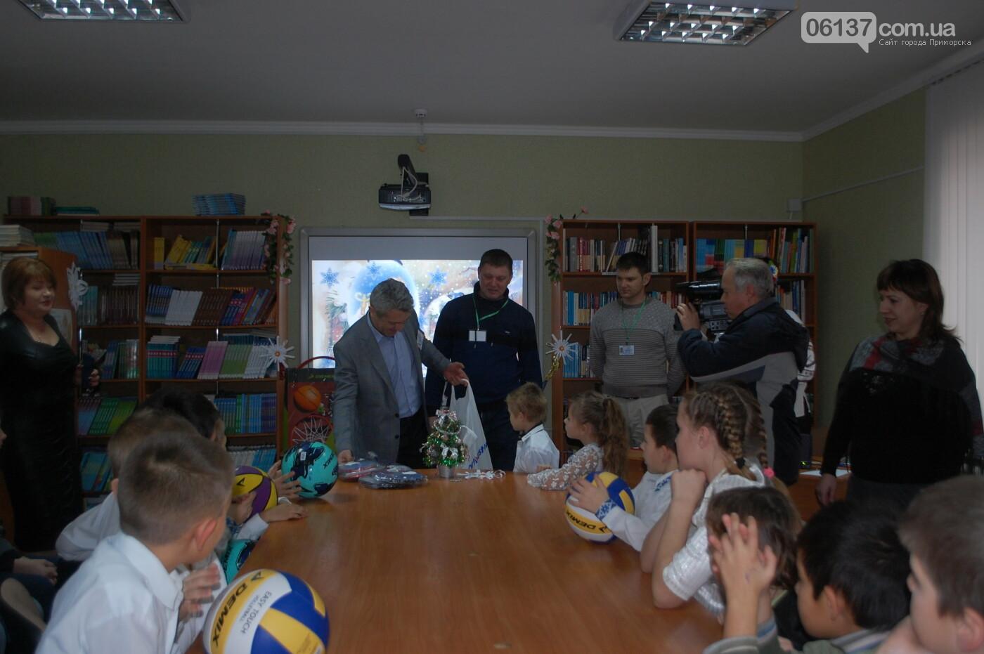 Святой Николай побывал вчера в Преславской специализированной школе-интернате, фото-2