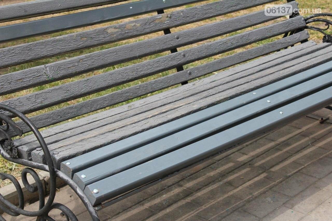 В Бердянске провели реставрацию скамей, фото-8