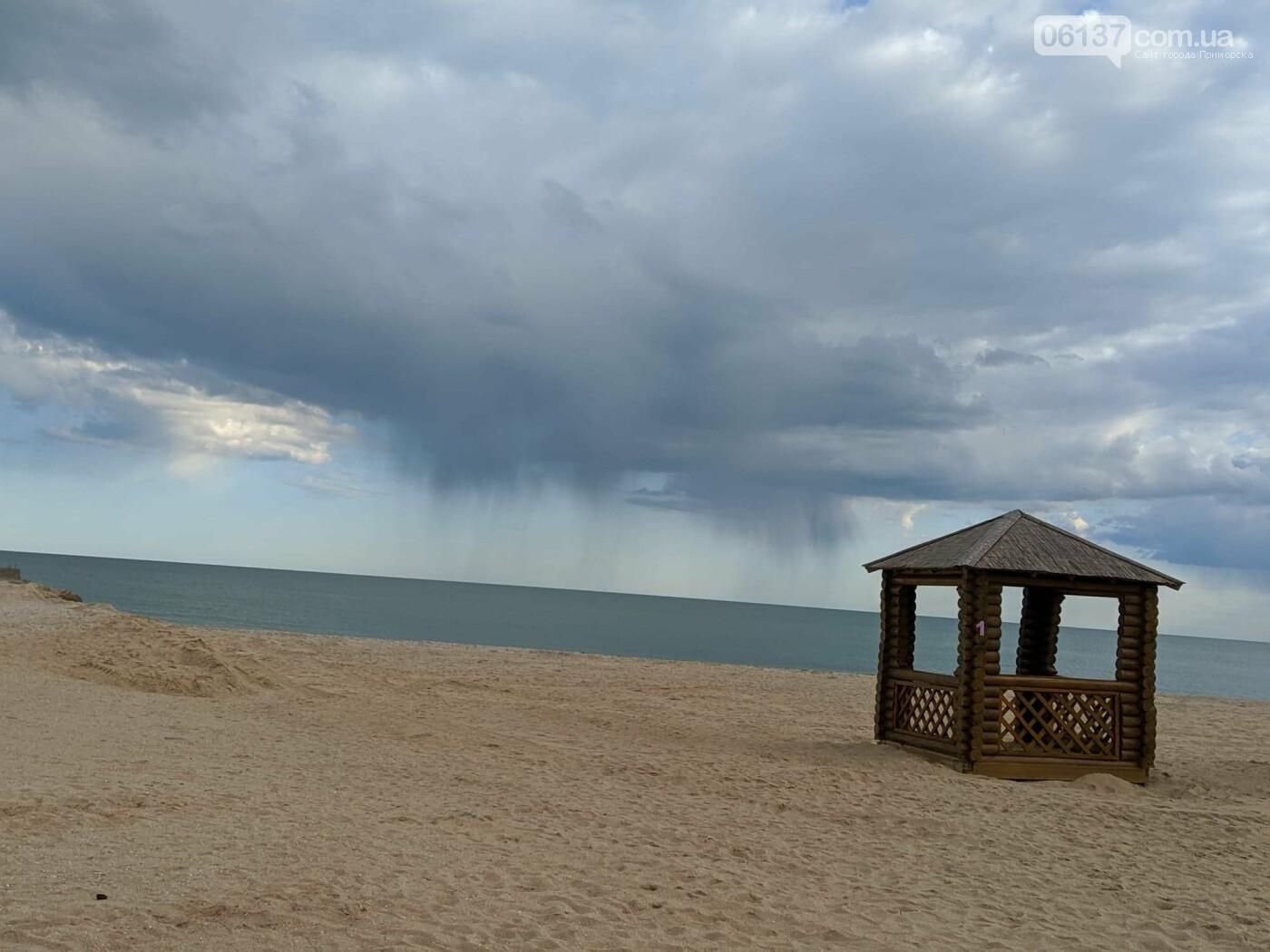 На запорожском курорте креативно решили вопрос с любителями помочиться на пляже. Фото/Видео , фото-4