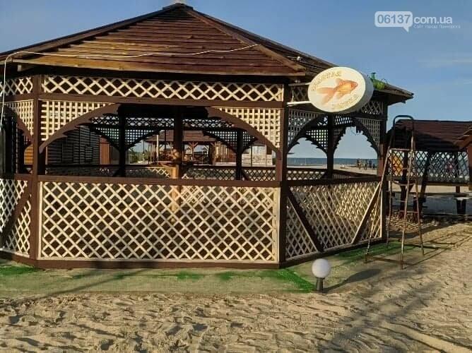 На запорожском курорте креативно решили вопрос с любителями помочиться на пляже. Фото/Видео , фото-2