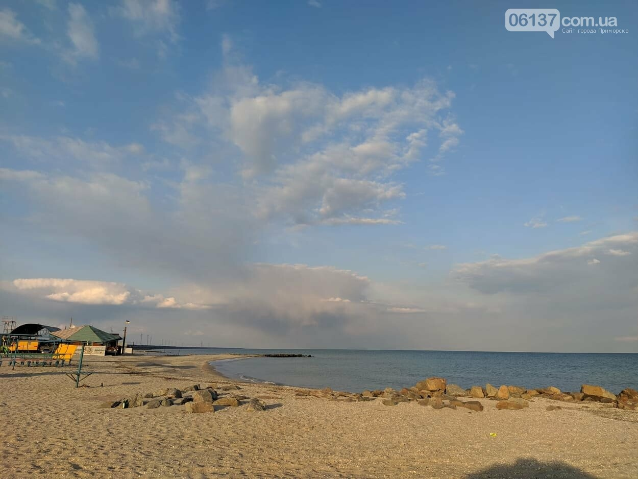 На запорожском курорте креативно решили вопрос с любителями помочиться на пляже. Фото/Видео , фото-9