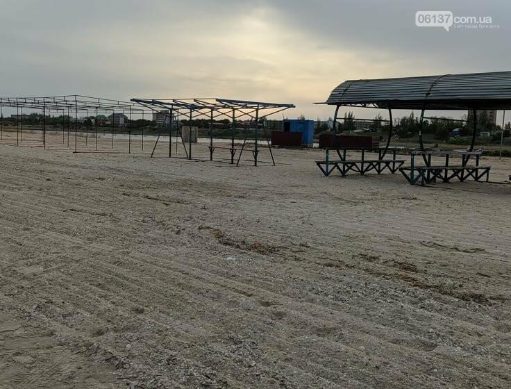 На запорожском курорте креативно решили вопрос с любителями помочиться на пляже. Фото/Видео , фото-1