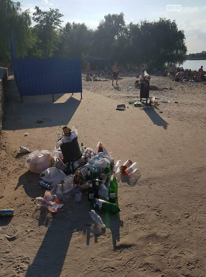 В Запорожье новый пляж утопает в мусоре. Фото , фото-1
