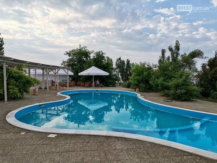На Запорожском курорте массово заболели отдыхающие: людей отправляют с высокой температурой и недомоганием, фото-1