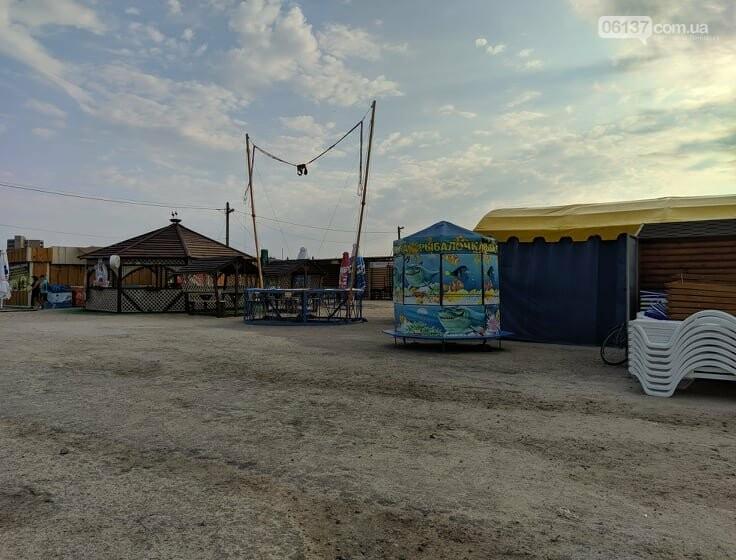 80-летний житель Запорожской области  убирает курорт. Фото.Видео, фото-1