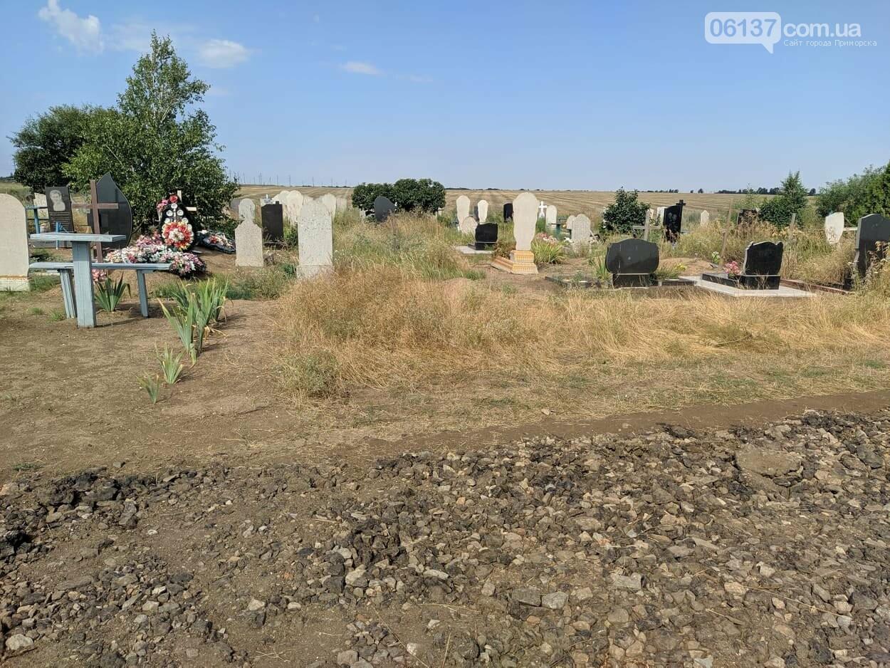 В Приморске Запорожской области на Новом кладбище благоустроили дорогу, фото-3