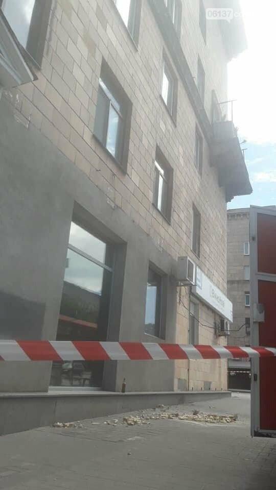 В центре Запорожья трещит по швам исторический дом. В любой момент может произойти фатальное обрушение. Фото, фото-4