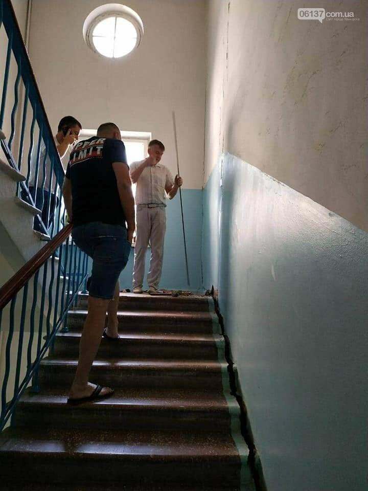 В центре Запорожья трещит по швам исторический дом. В любой момент может произойти фатальное обрушение. Фото, фото-5
