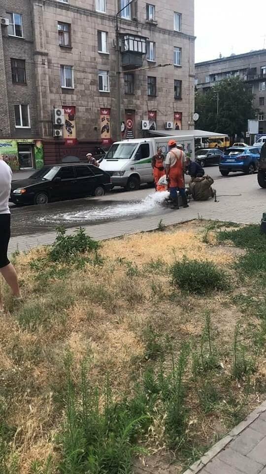 В центре Запорожья трещит по швам исторический дом. В любой момент может произойти фатальное обрушение. Фото, фото-10