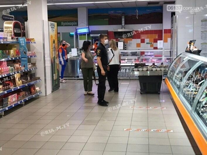 В супермаркете Запорожской области вор порезал себя. Фото , фото-1