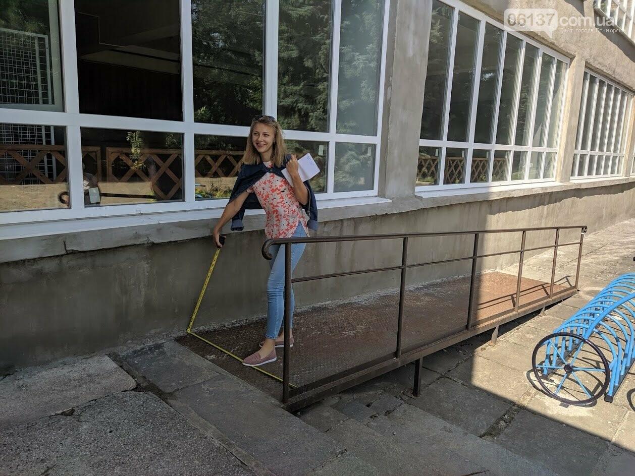 На курорті Запорізької області моніторили доступність візочників  до державних установ , фото-3
