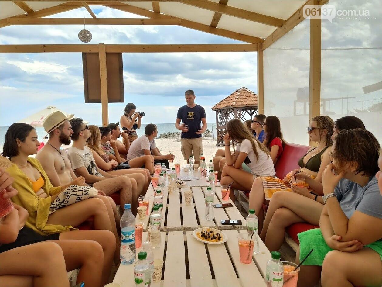 На курорті Запорізької області волонтери  розказували  про безпечне поводження на воді , фото-6
