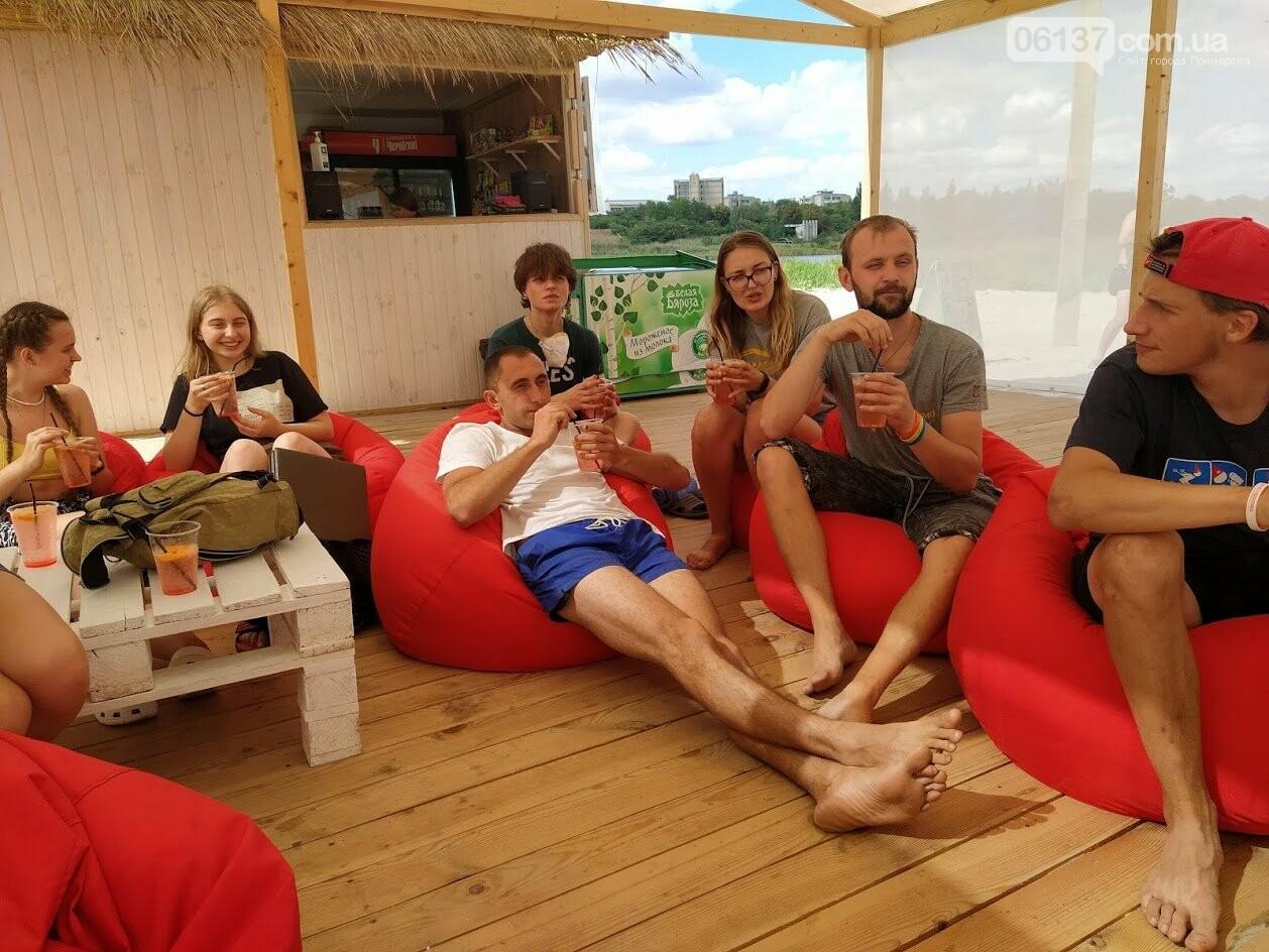 На курорті Запорізької області волонтери  розказували  про безпечне поводження на воді , фото-1