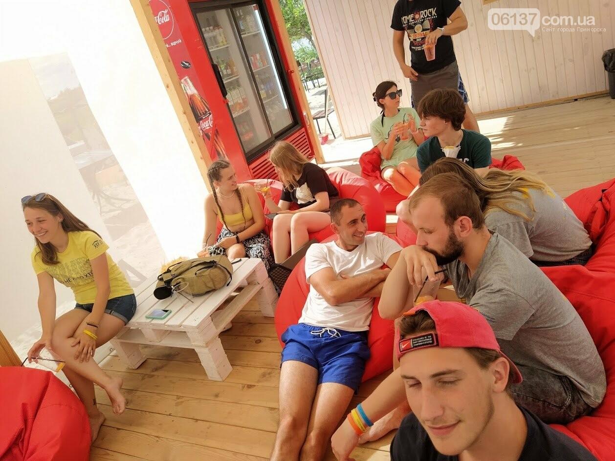 На курорті Запорізької області волонтери  розказували  про безпечне поводження на воді , фото-4