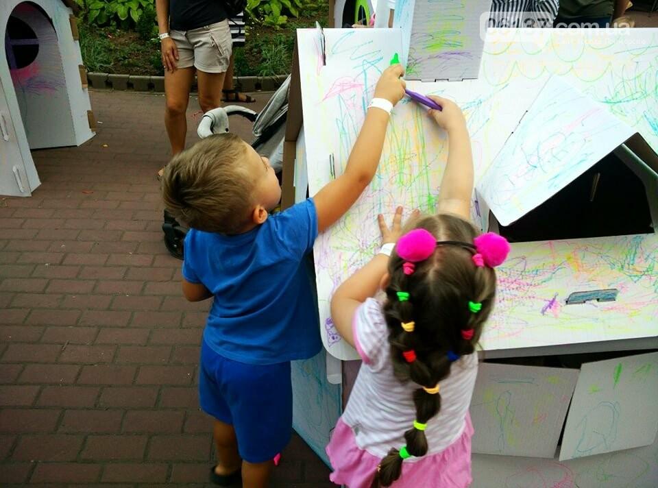 Маленькие запорожцы с родителями собираются на фестивале Арт-Форума. Фото, фото-2