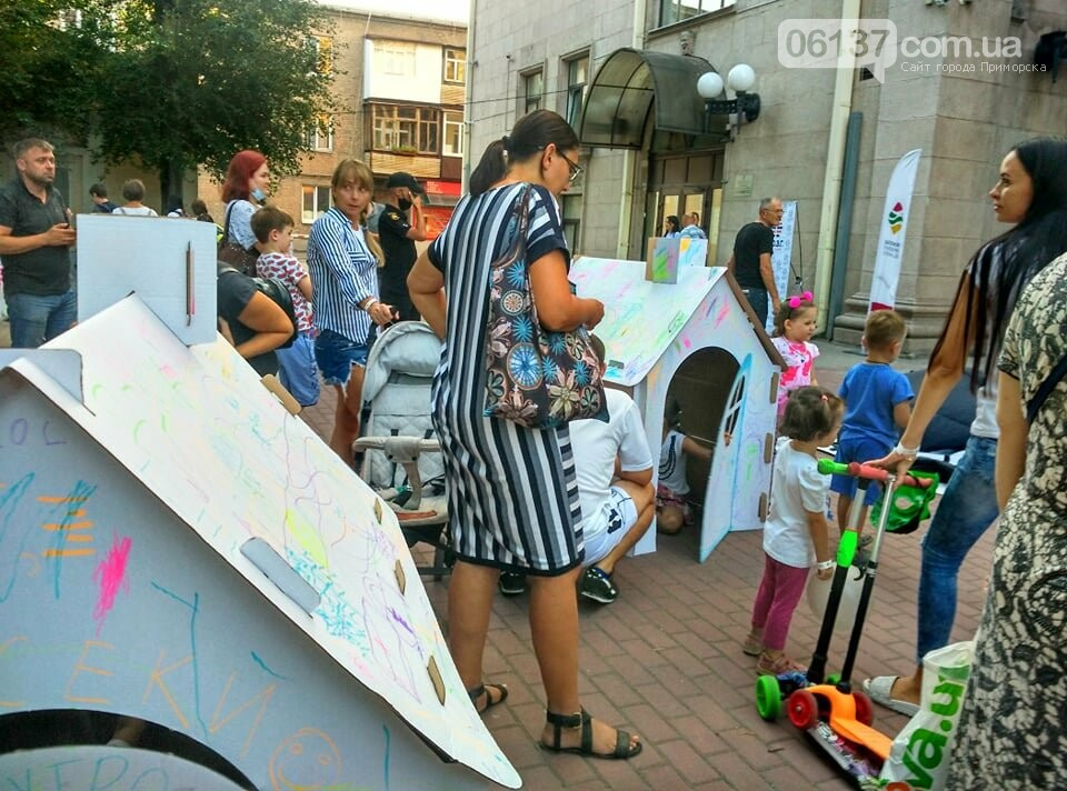 Маленькие запорожцы с родителями собираются на фестивале Арт-Форума. Фото, фото-3