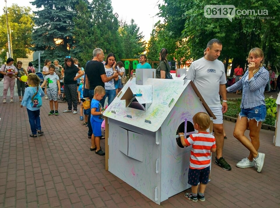 Маленькие запорожцы с родителями собираются на фестивале Арт-Форума. Фото, фото-8