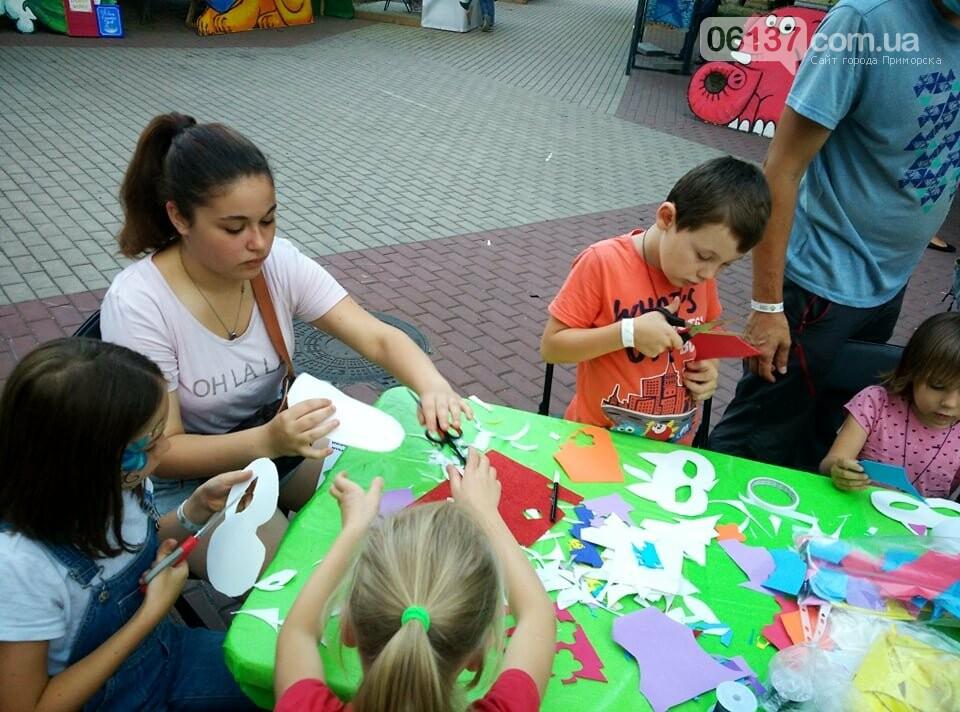 Маленькие запорожцы с родителями собираются на фестивале Арт-Форума. Фото, фото-7