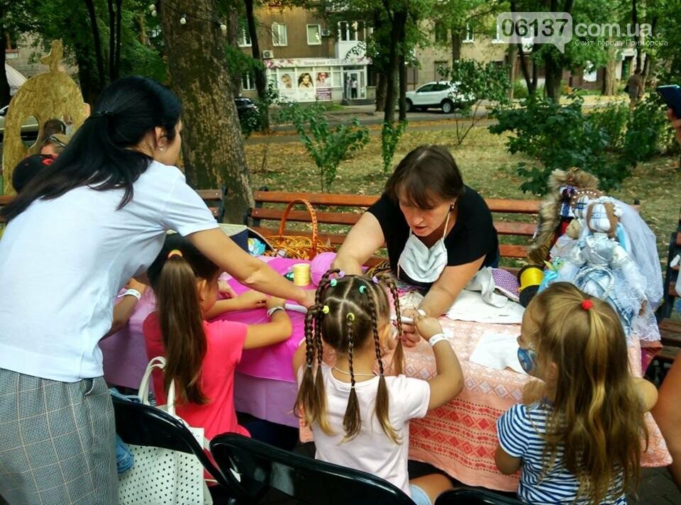 Маленькие запорожцы с родителями собираются на фестивале Арт-Форума. Фото, фото-14
