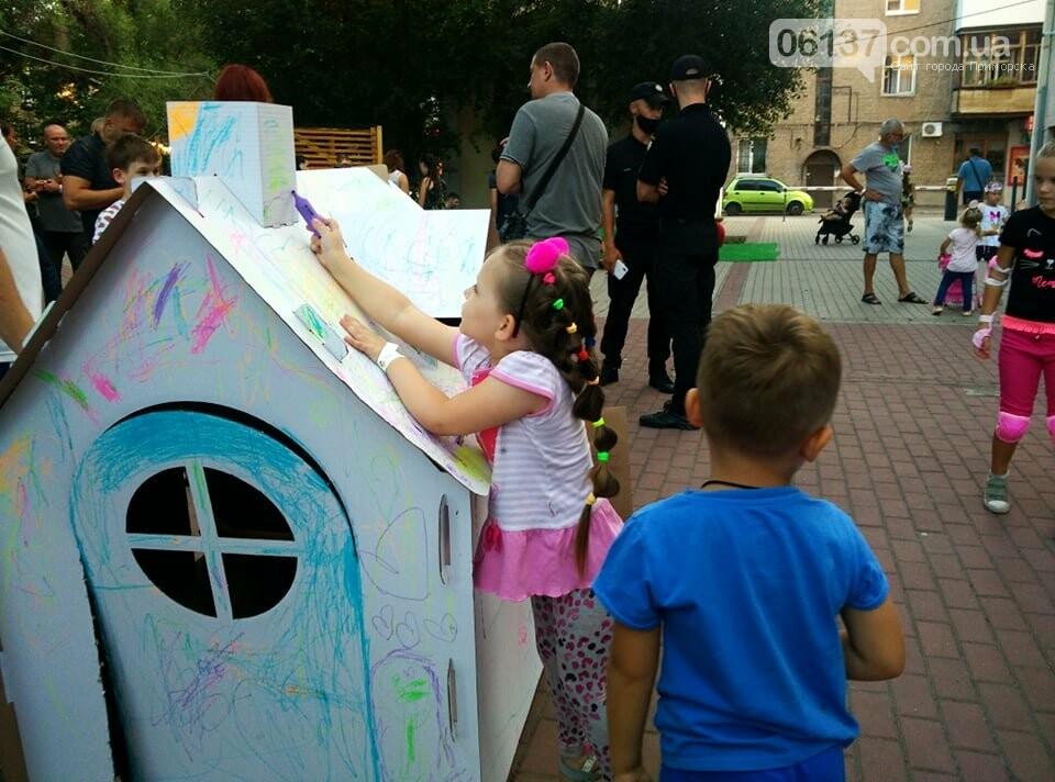Маленькие запорожцы с родителями собираются на фестивале Арт-Форума. Фото, фото-15