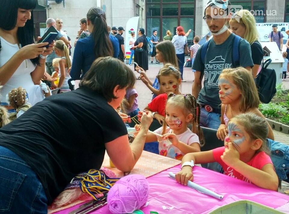 Маленькие запорожцы с родителями собираются на фестивале Арт-Форума. Фото, фото-1