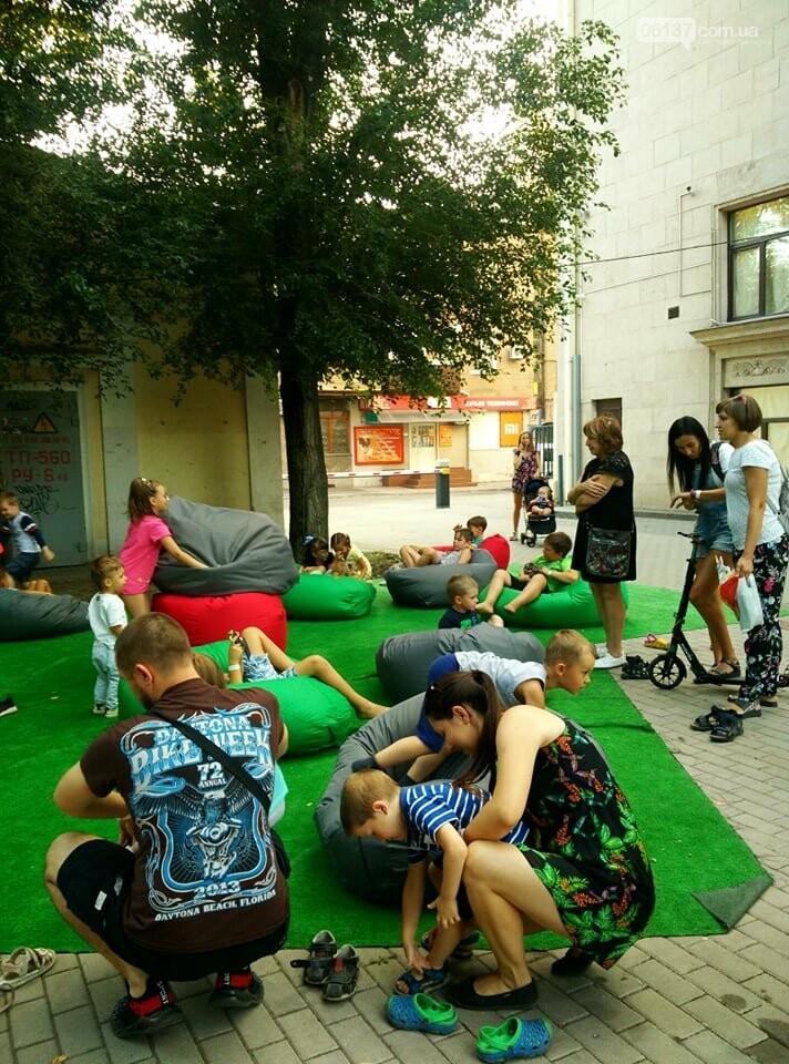 Маленькие запорожцы с родителями собираются на фестивале Арт-Форума. Фото, фото-19