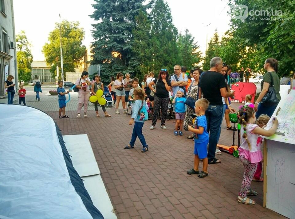 Маленькие запорожцы с родителями собираются на фестивале Арт-Форума. Фото, фото-18