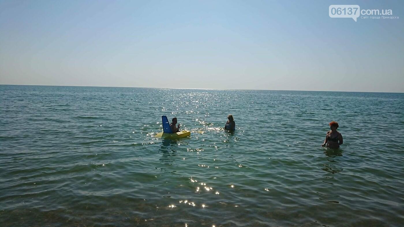 В Приморську Запорізької області на центральному  пляжі відкривають інклюзивну локацію для людей з інвалідністю, фото-2
