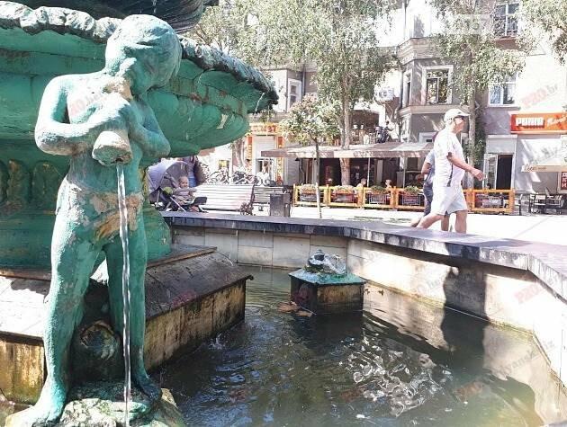 На курорте Запорожской области вандалы снова разрушили скульптуру ангелочка, фото-1