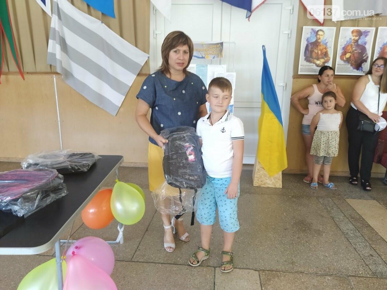 В Приморську  від  міської ради майбутнім першокласникам подарували шкільні ранці, фото-2