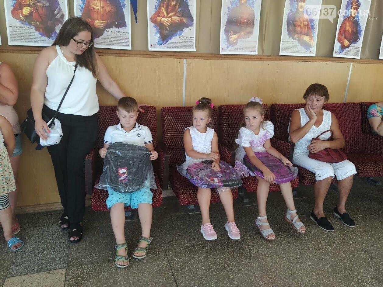 В Приморську  від  міської ради майбутнім першокласникам подарували шкільні ранці, фото-1