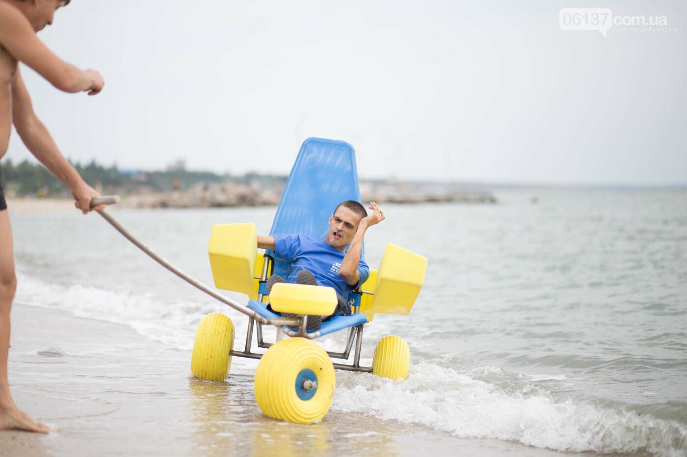 На центральному пляжі в Приморську відкрито локацію для людей з інвалідністю, фото-11