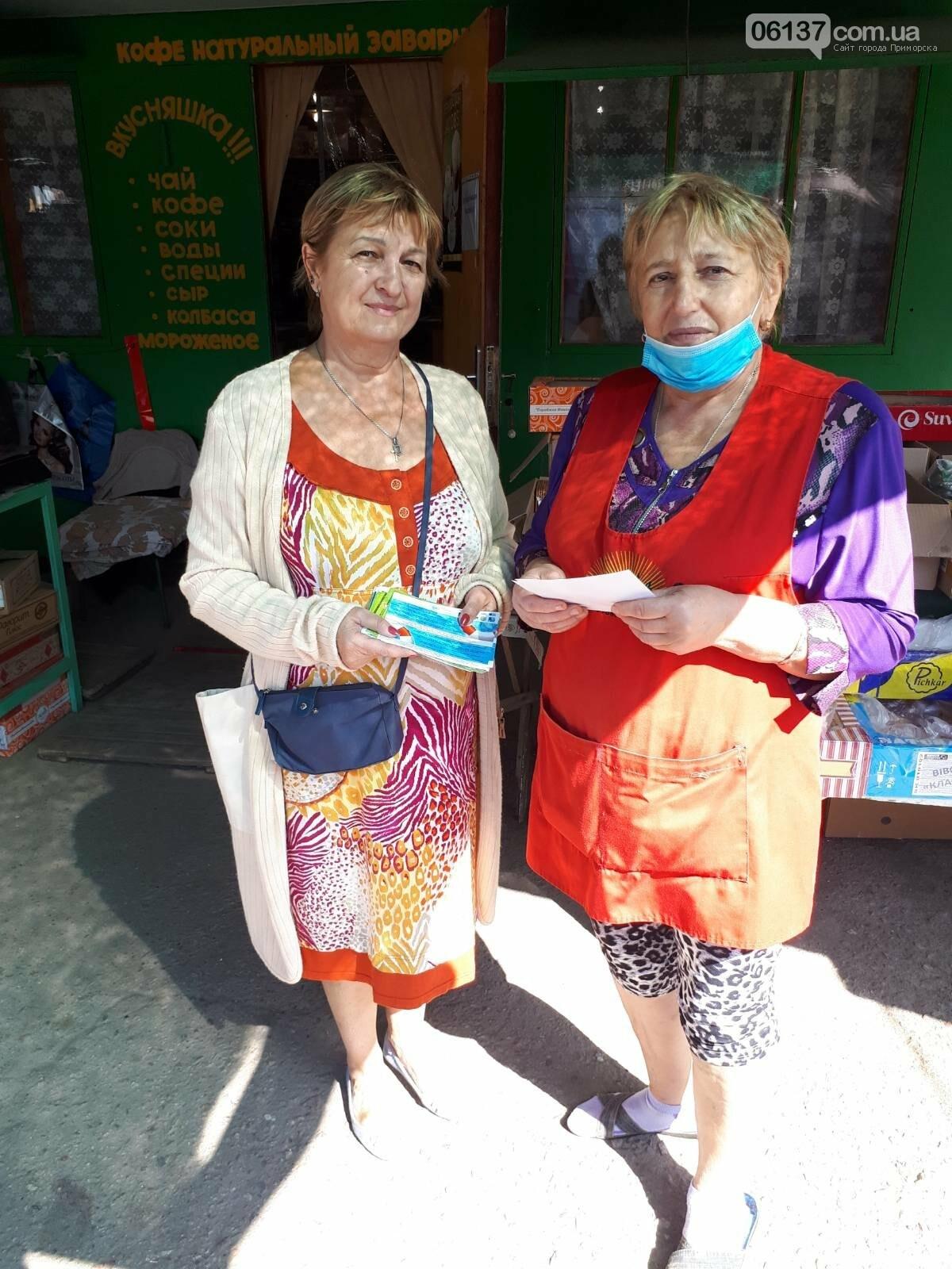 Волонтери Приморської громади роздавали пам'ятки про правила безпеки мешканцям міста, фото-3