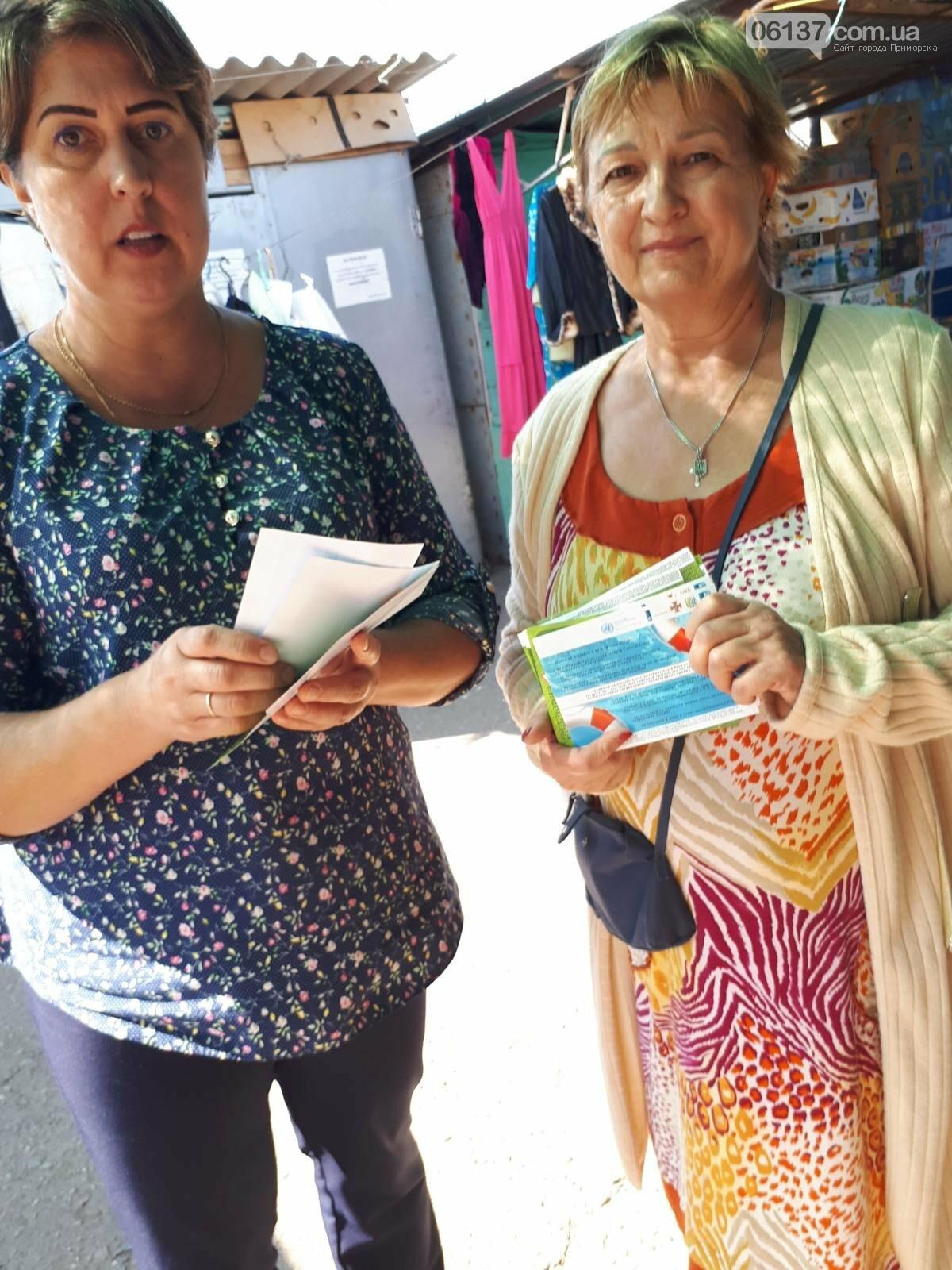 Волонтери Приморської громади роздавали пам'ятки про правила безпеки мешканцям міста, фото-4
