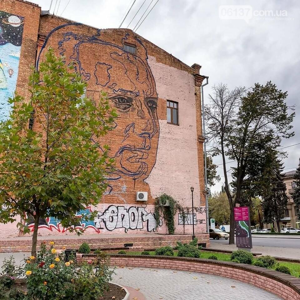 В Запорожье стартовала работа над стильным музыкальным муралом. Фото , фото-2