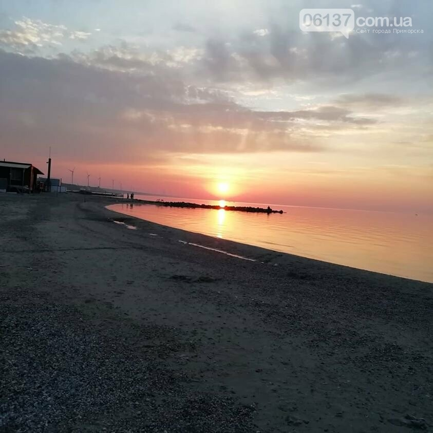 На курортах Запорожской области теплая погода позволяет еще загорать и купаться, фото-2