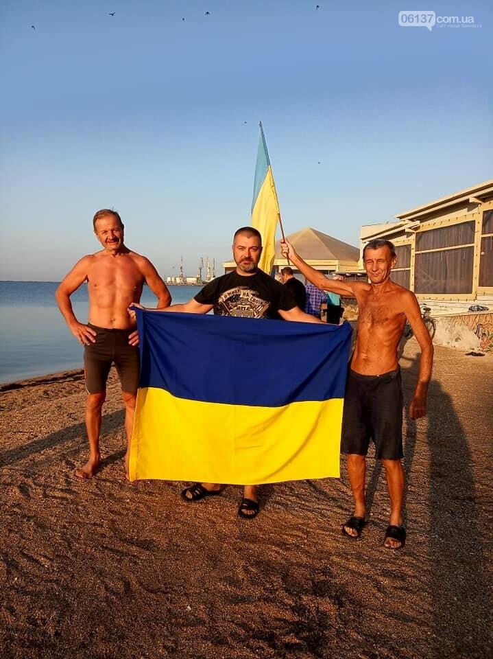 На курортах Запорожской области теплая погода позволяет еще загорать и купаться, фото-6