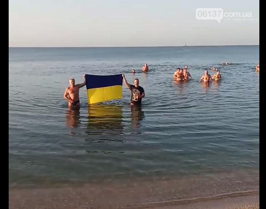 На курортах Запорожской области теплая погода позволяет еще загорать и купаться, фото-3