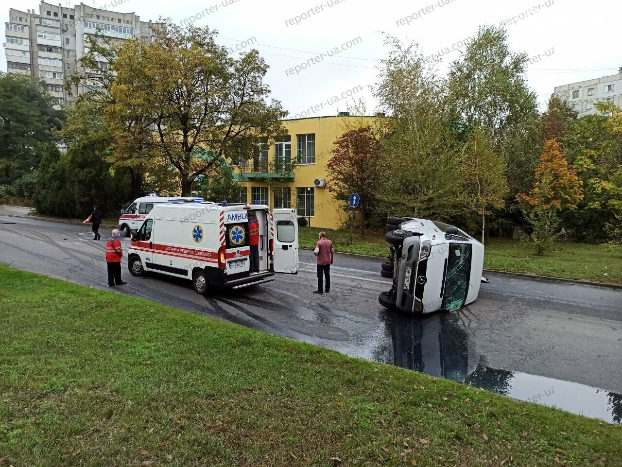 В Запорожье перевернулась маршрутка. Фото/Видео , фото-3