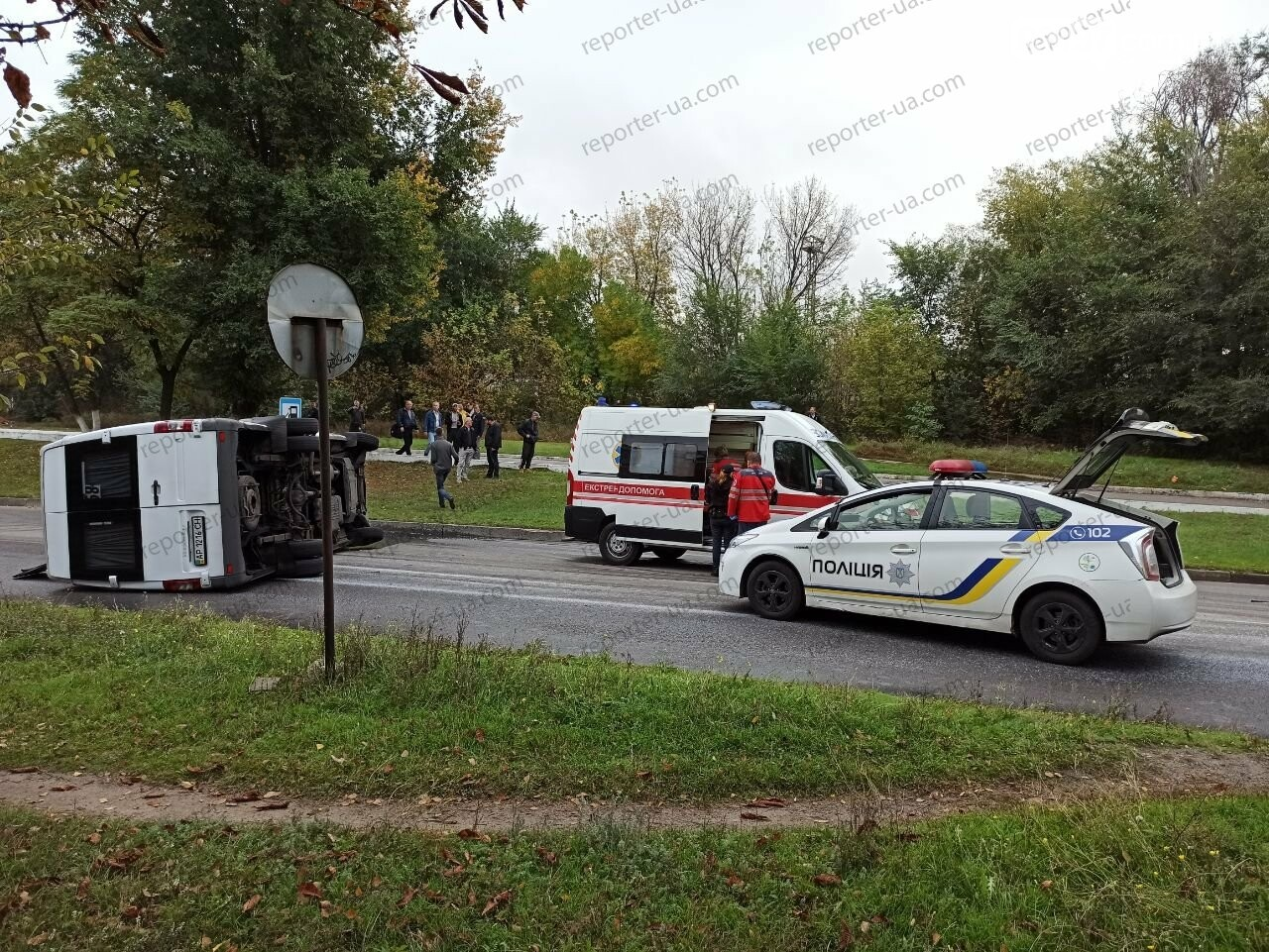 В Запорожье перевернулась маршрутка. Фото/Видео , фото-5