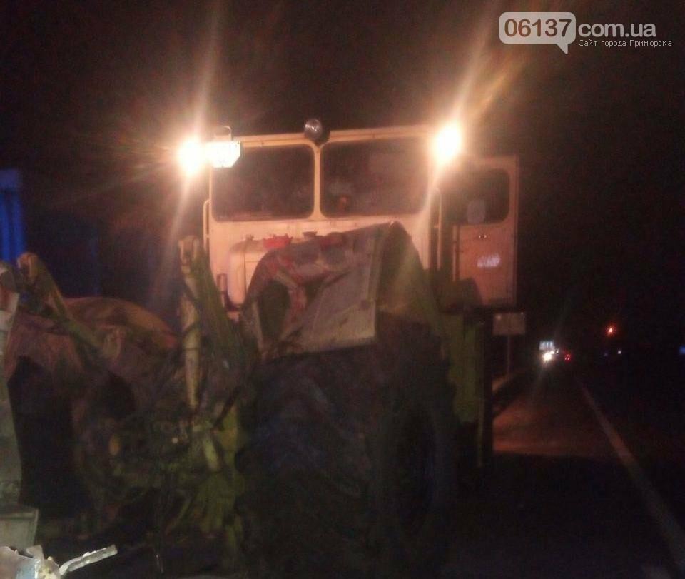 Под Запорожьем автобус столкнулся с трактором: погиб водитель автобуса. Фото, фото-1