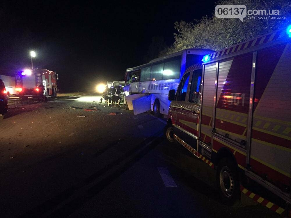 Под Запорожьем автобус столкнулся с трактором: погиб водитель автобуса. Фото, фото-2