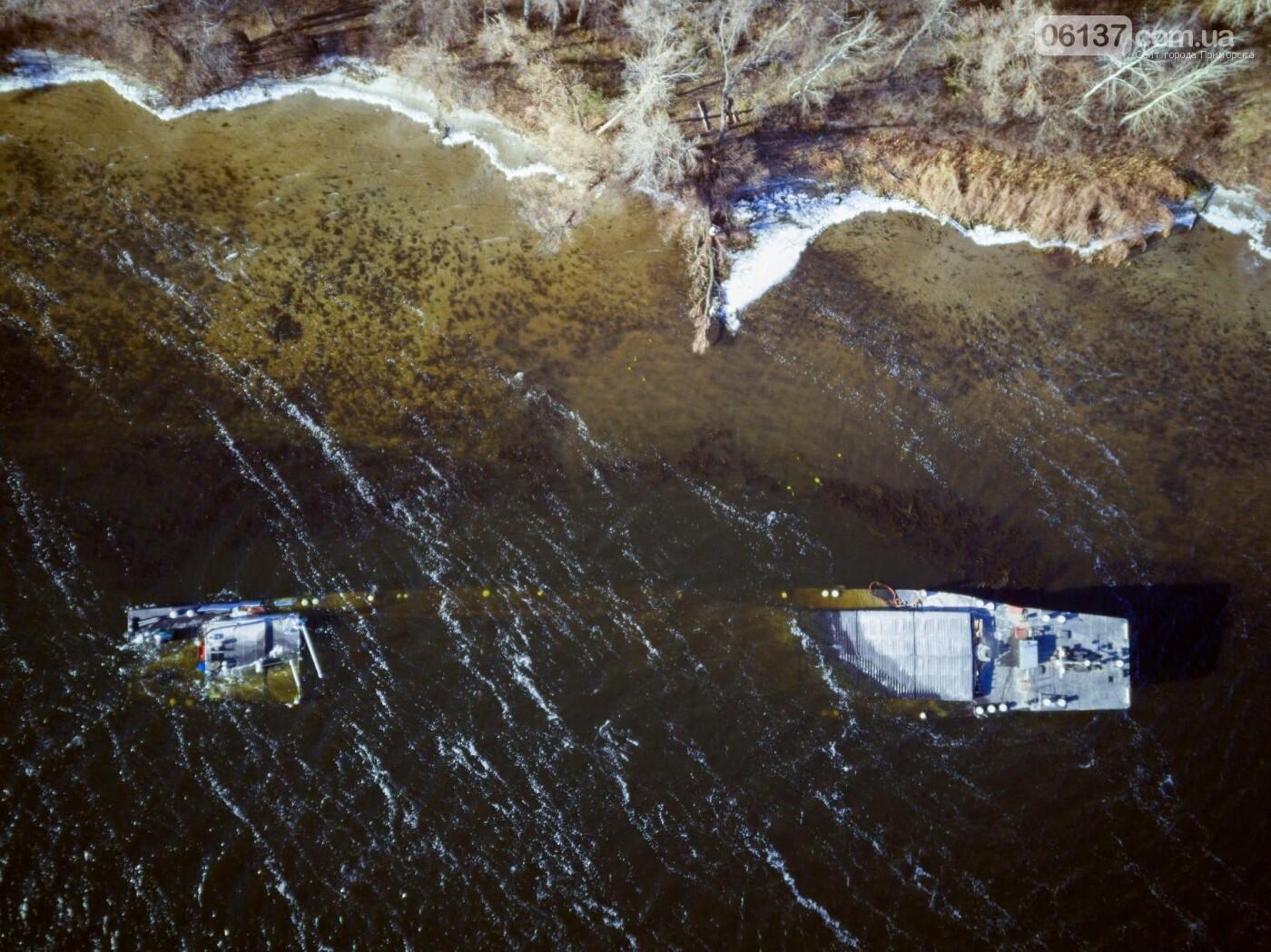 Запорожский фотограф опубликовал интересные кадры, затонувшего в Разумовке, сухогруза. Фото , фото-2