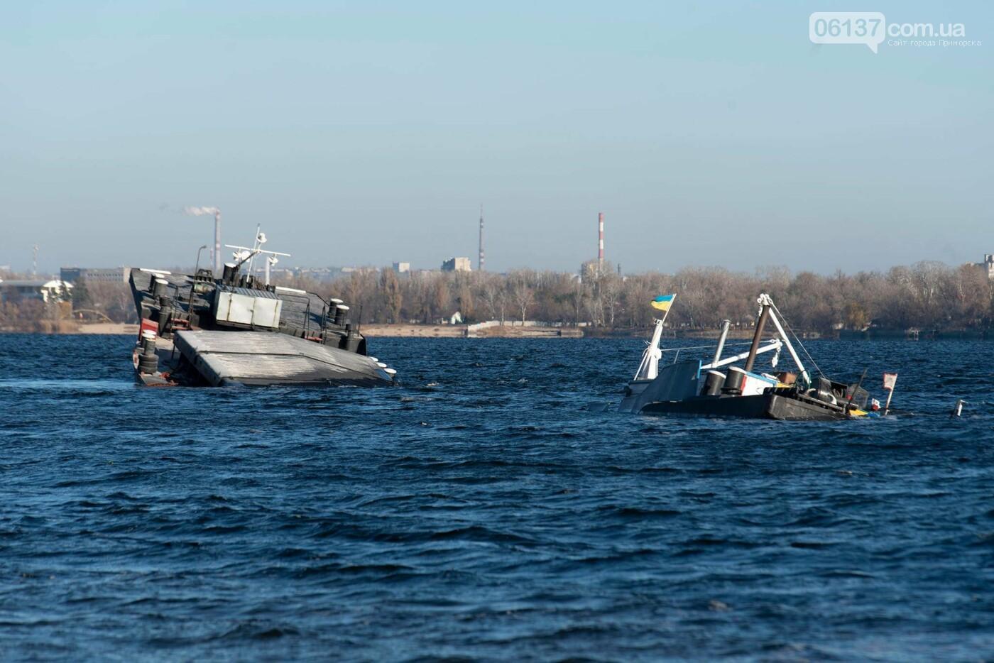 Запорожский фотограф опубликовал интересные кадры, затонувшего в Разумовке, сухогруза. Фото , фото-3