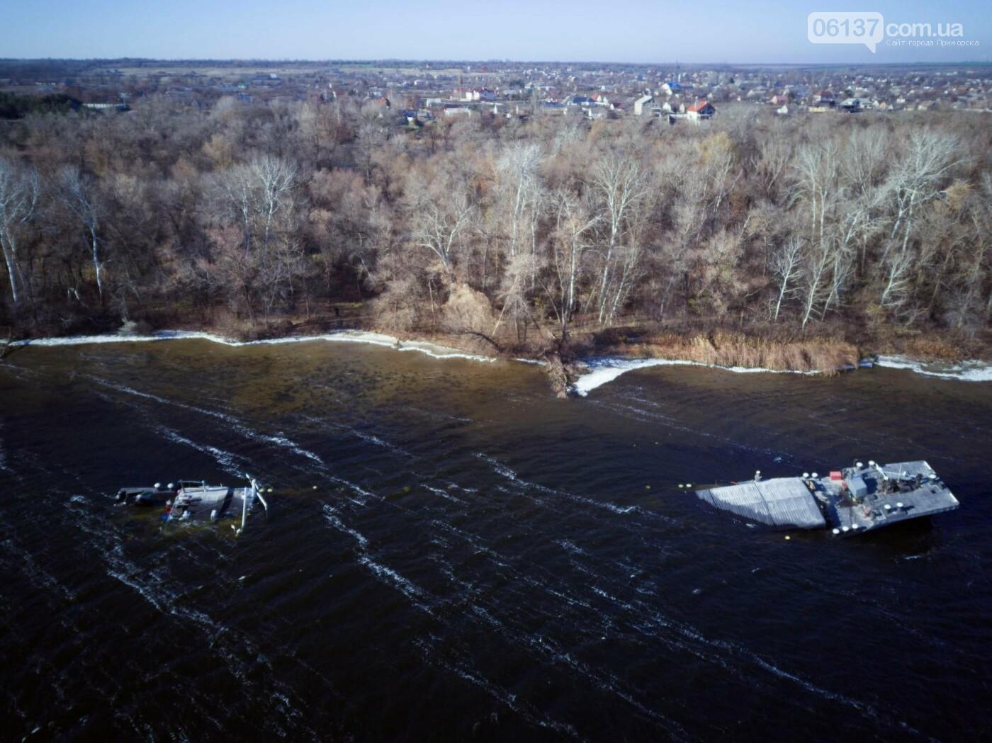 Запорожский фотограф опубликовал интересные кадры, затонувшего в Разумовке, сухогруза. Фото , фото-4
