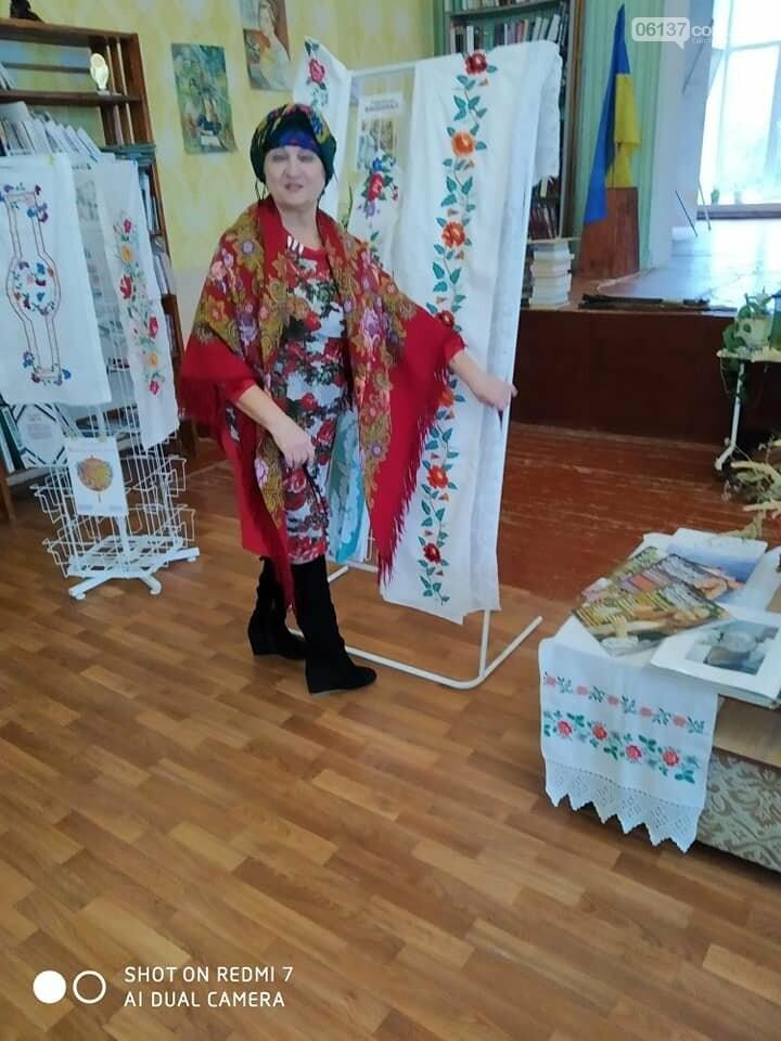 В Приморську  в літературно-музичній вітальні вшановували традиції української хустки, фото-1