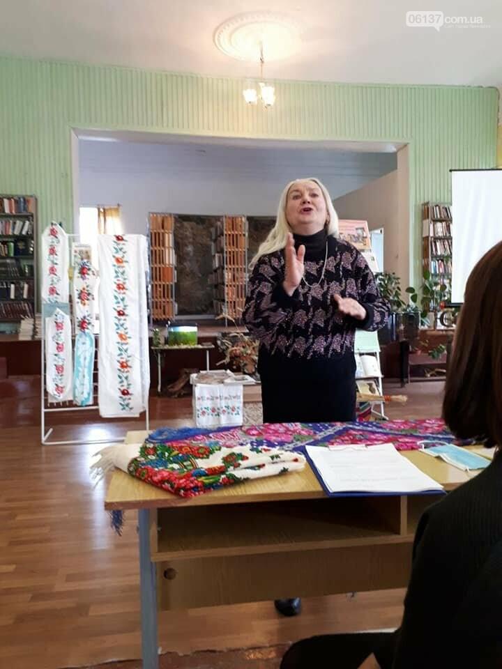 В Приморську  в літературно-музичній вітальні вшановували традиції української хустки, фото-2