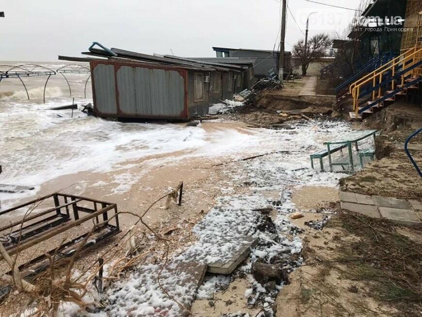 В сети появились новые кадры жутких последствий шторма на запорожском курорте. Фото , фото-2
