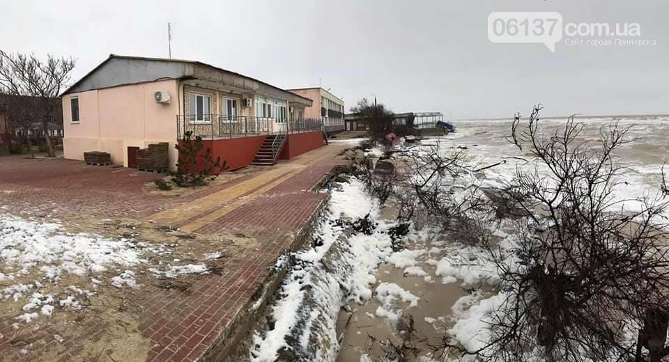 В сети появились новые кадры жутких последствий шторма на запорожском курорте. Фото , фото-6