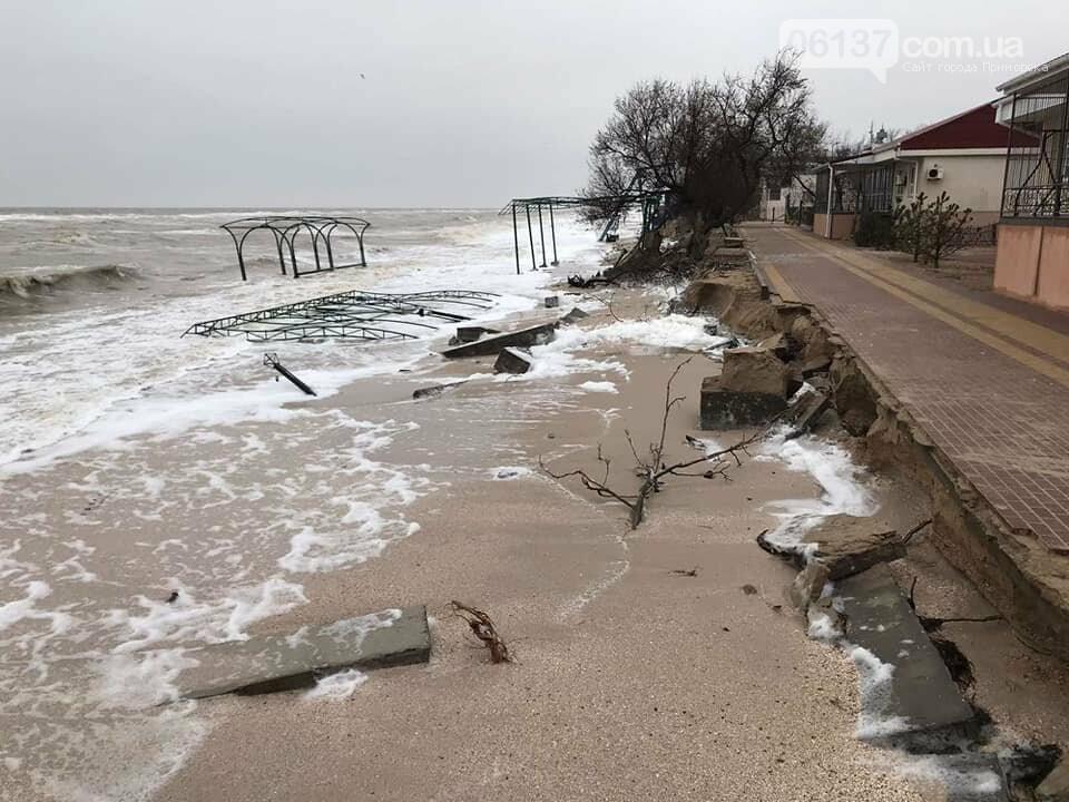 В сети появились новые кадры жутких последствий шторма на запорожском курорте. Фото , фото-7